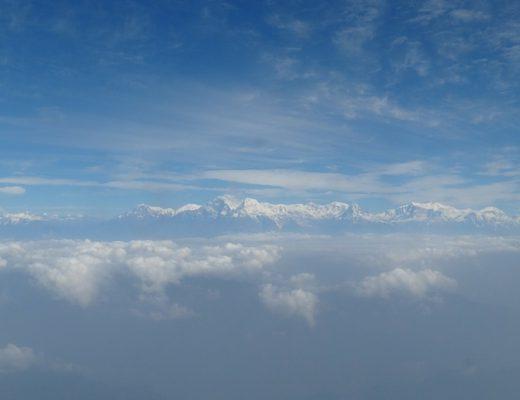 uitzicht-boven-wolken-nepal-himalaya