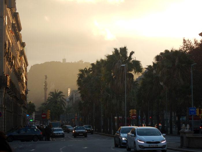 Barcelona als de avond valt
