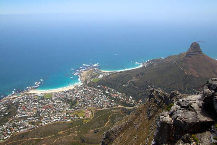 Uitzicht over Kaapstad vanaf de top van de Tafelberg in Zuid/Afrika