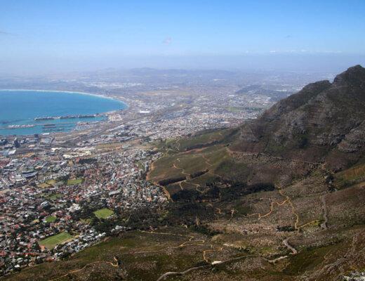 Beklim de Tafelberg in Zuid-Afrika